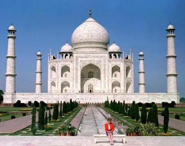 Princess Diana alone at the Taj Mahal in February 1992