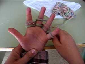 manualidades ,tejiendo con dedos