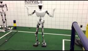 Dennis Hong debuts a robot that dances to &#8220;Gangnam&nbsp;Style&#8221;