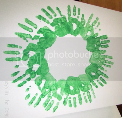 make a wreath out of hand prints