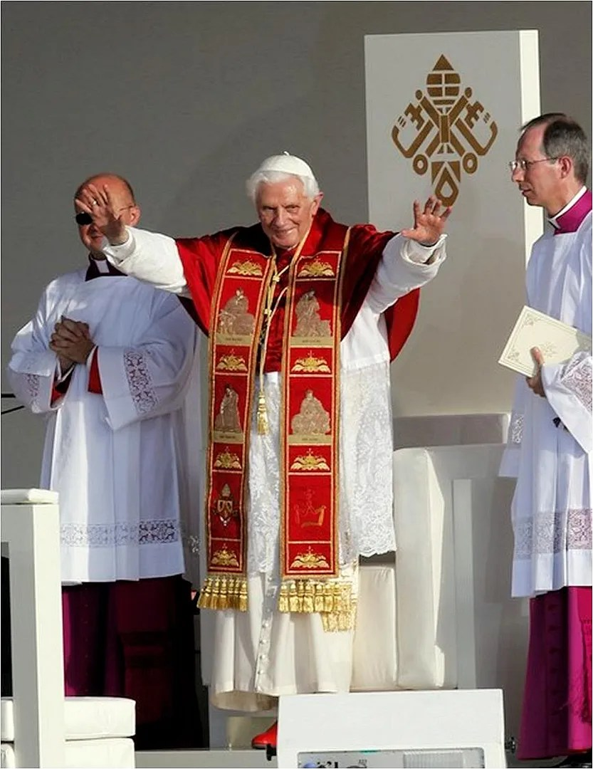 Sedia Gestatoria Definition Benedict Xvi News Papal Texts Photos And Commentary Benedetto
