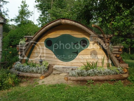 hobbit hole looking backyard chicken coop that looks like it belongs in the shire
