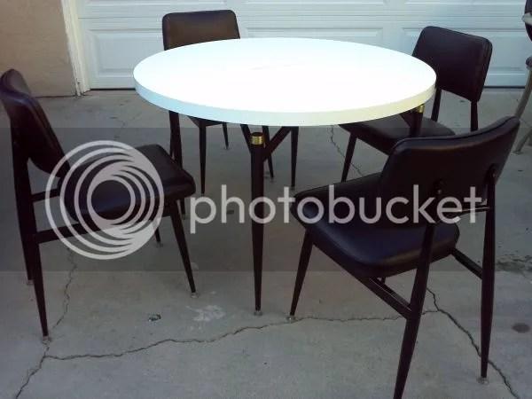 5G15R15Jc3G53If3H2c8v26a6273193601e38 1 The Perfect Vintage Table