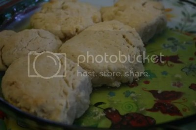 Biscuits look naked without tomato gravy!