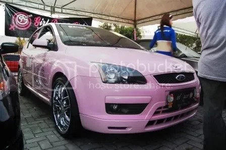 Hello Kitty Ford Focus 1