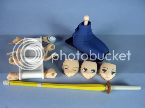 Sabre bambou, bol de riz, baguettes et 3 visages aux expressiosn différentes