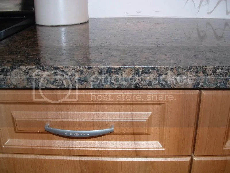 New Granite Countertops Supposed To Have An Apron Seam?