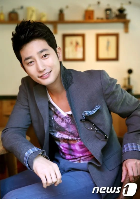 Police Issue Third Interview Summons for Park Shi Hoo as Media