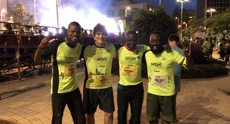 Au départ du Night run, semi-Marathon de Las Palmas. Au début... on sourit... hum