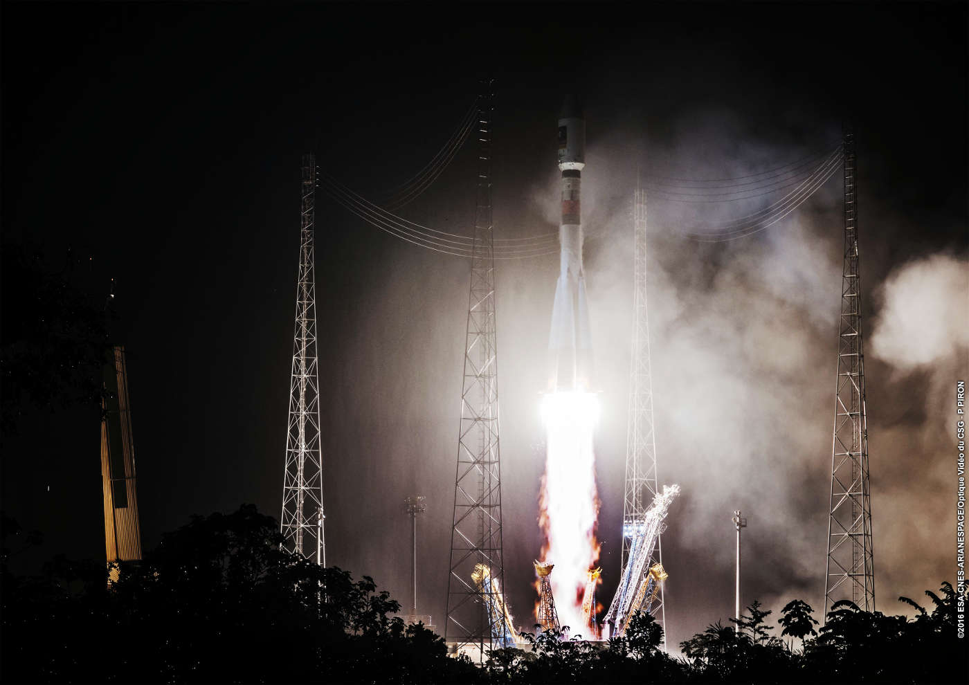 Lift-off galileo 13 and 13 from Kourou over a Soyuz Rocket
