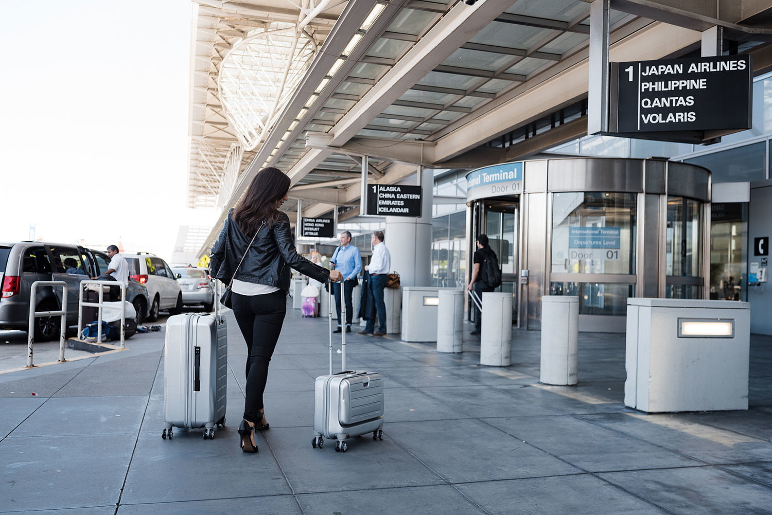 Luggage Scale Big W Smart Luggage Does It All With Wireless Charger Built In Scale