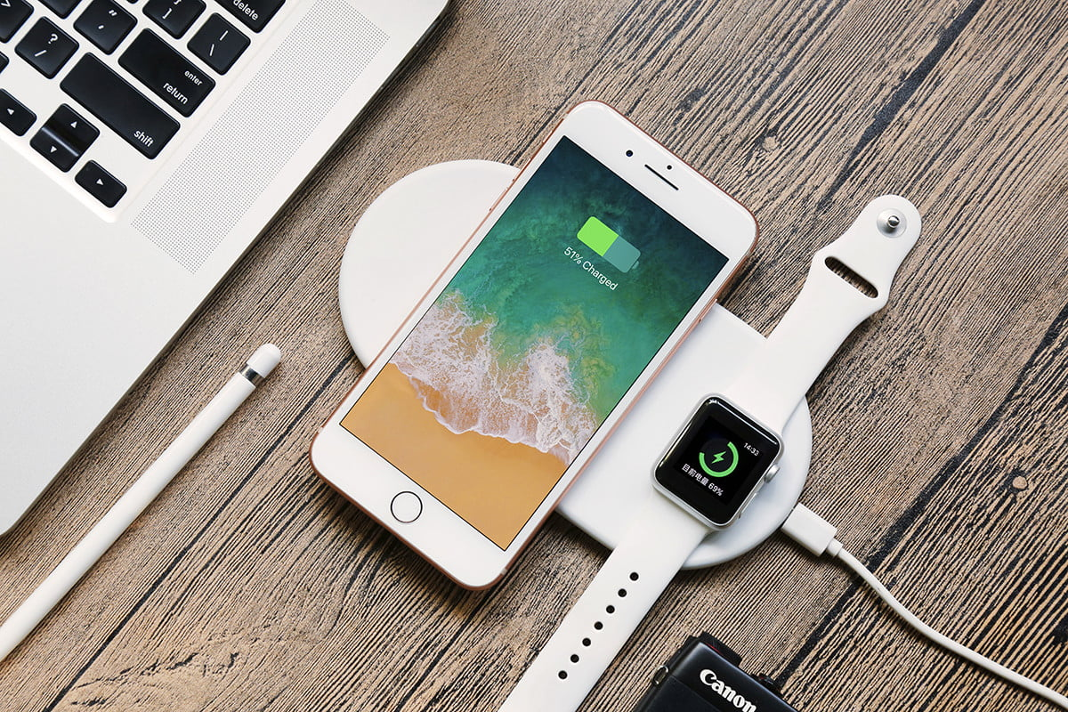 Wireless Charging Iphone Funxim Is A Wireless Charger For Your Iphone And Apple Watch
