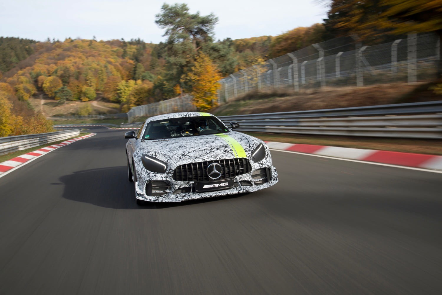 Mercedes Amg Mercedes Amg Gt R Pro To Debut At 2018 Los Angeles Auto Show
