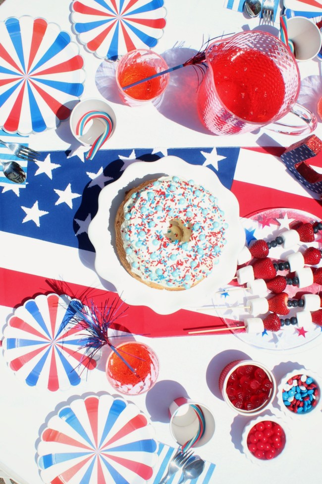outdoor 4th of july party table