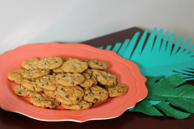 cookie plate with jungle leaves