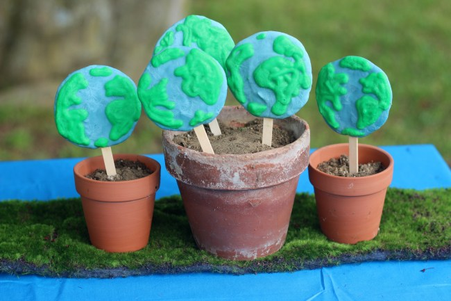 Earth Day Treats - Frozen Greek Yogurt pops in flower pots