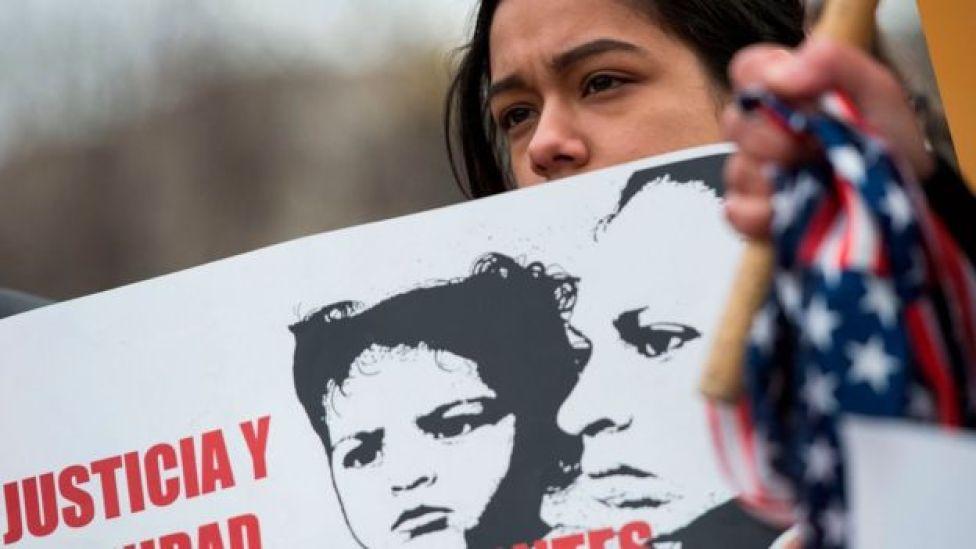 Una joven protesta.