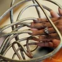 ¿Realmente crecen las uñas y el pelo después de morir?