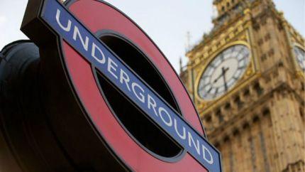 Una estación de metro y el Big Ben