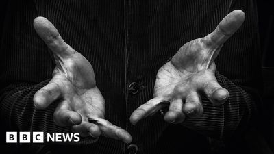 How your life story is told by your hands - BBC News