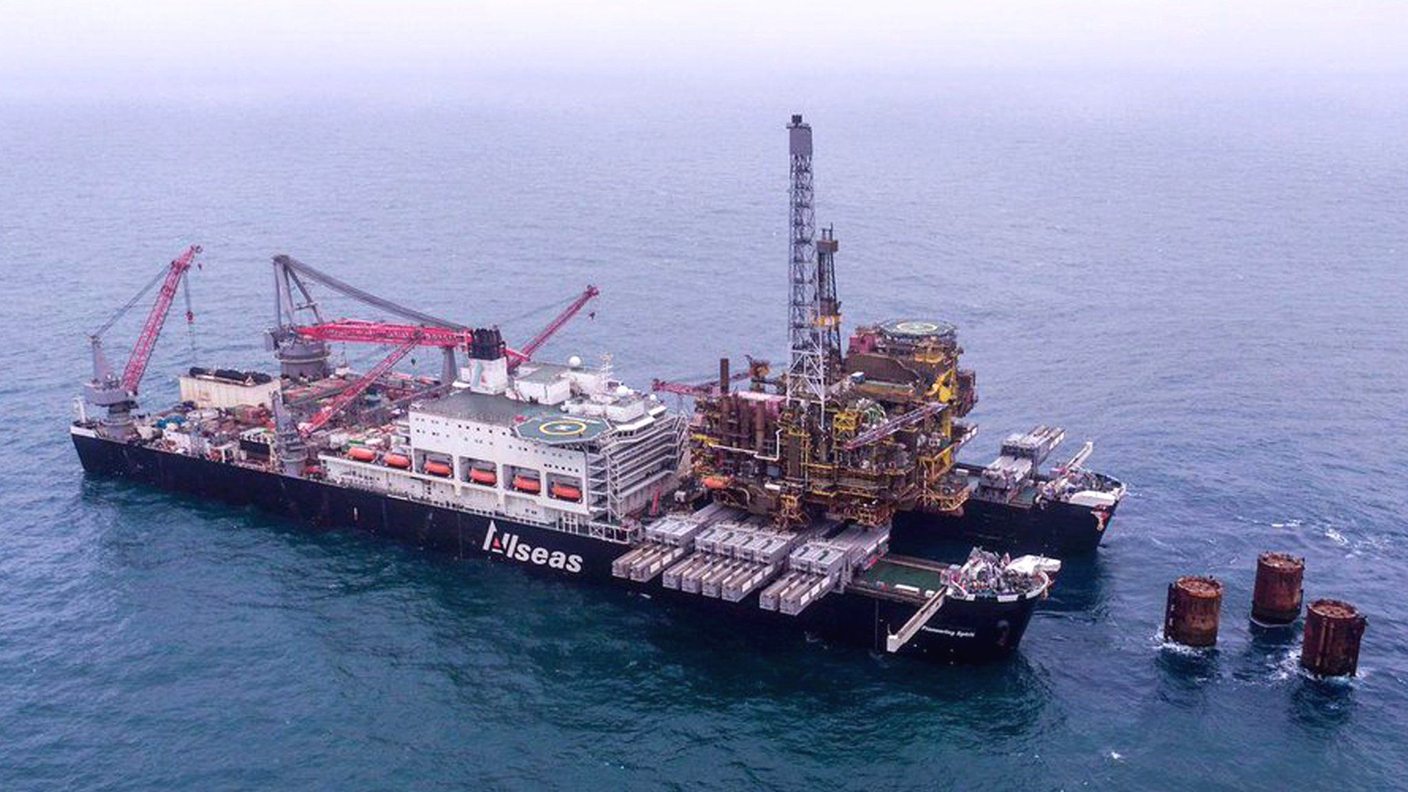 Badspiegel Jolled Second Platform Leaves Iconic Brent Oil Field In North Sea