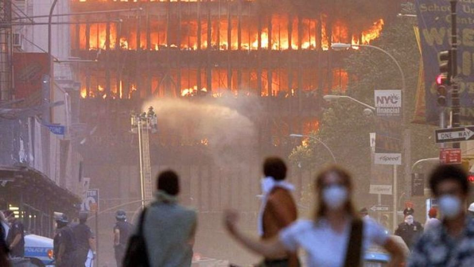 Incendio tras los atentados del 11 de septiembre en las torres gemelas