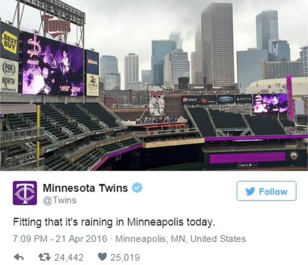 Tweet showing image of Minnesota Twins stadium turned purple in tribute to Prince - 21 April 2016