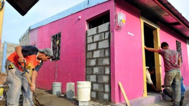 Una nueva casa se construye en Nicaragua