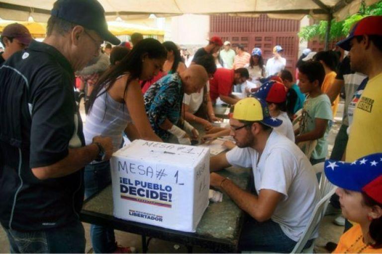 La oposición asegura que participaron 7,6 millones de personas en la consulta.