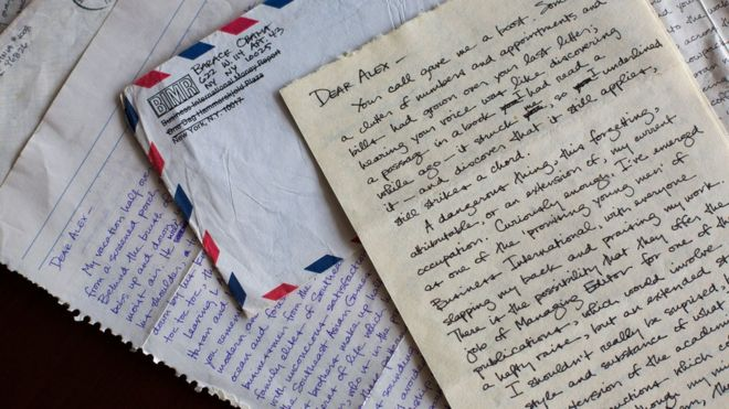 Love letter wey Obama write college girlfriend don show - BBC News