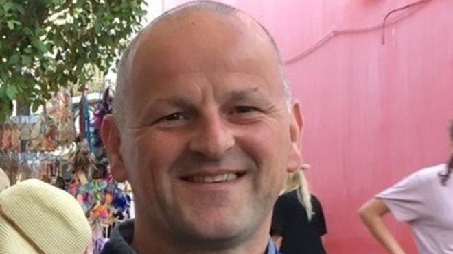 Sean Cox Medics aim to revive Liverpool fan from coma - BBC News