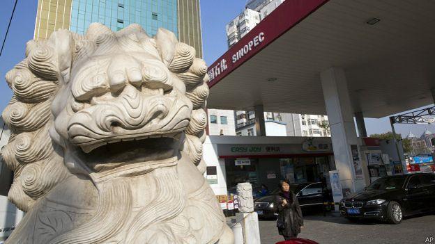 141211222613 sp china gasolina 624x351 ap - ¿Por qué a China le conviene la caída del precio del petróleo?