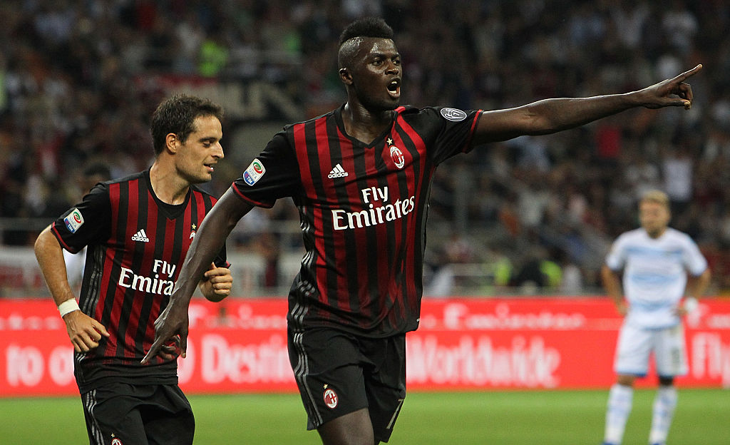 MILAN, ITALY - SEPTEMBER 20:  M' Baye Niang of AC Milan celebrates his goal during the Serie A match between AC Milan and SS Lazio at Stadio Giuseppe Meazza on September 20, 2016 in Milan, Italy.  (Photo by Marco Luzzani/Getty Images)
