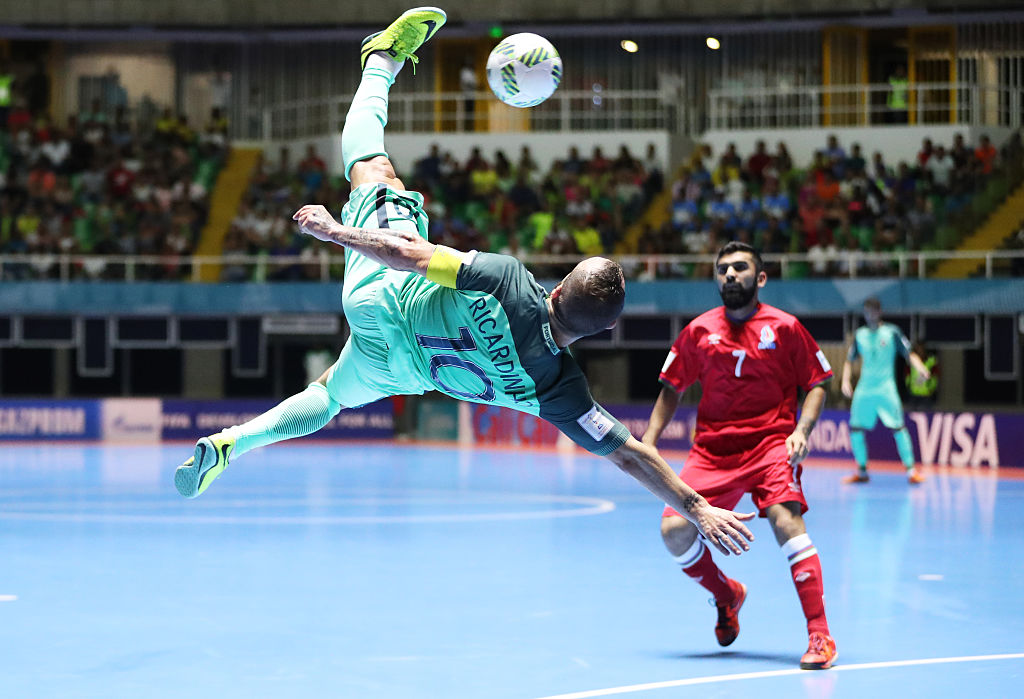 CALI, COLOMBIA - SEPTEMBER 25:  Ricardinho of Portugal attempts an over head kick during the FIFA Futsal World Cup Quarter-Final match between Azerbaijan and Portugal at the Coliseo el Pueblo Stadium on September 25, 2016 in Cali, Colombia. (Photo by Ian MacNicol - FIFA/FIFA via Getty Images)