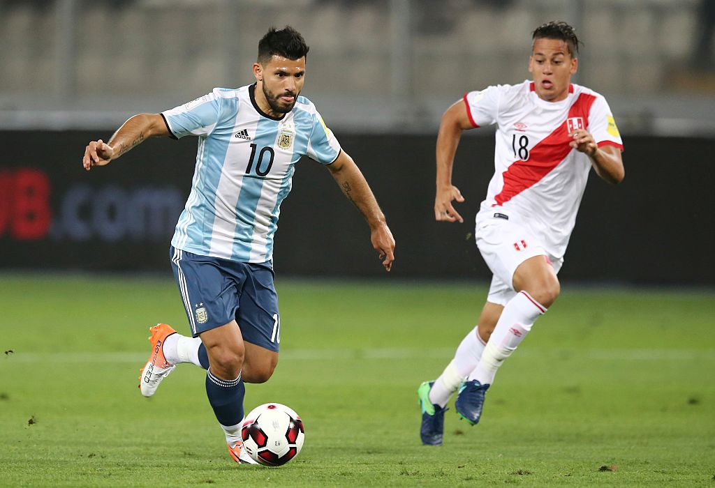 LIMA, PERU - OCTOBER 06:  Sergio Aguero of Argentina (L) drives the ball as followed by Cristian Benavente of Peru (R) during a match between Peru and Argentina as part of FIFA 2018 World Cup Qualifiers at Nacional Stadium on October 06, 2016 in Lima, Peru. (Photo by Daniel Apuy/LatinContent/Getty Images)