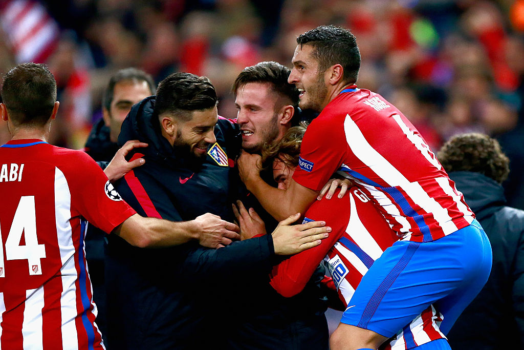 MADRID, SPAIN - NOVEMBER 01: Antoine Griezmann of Atletico Madrid (Center R) celebrates scoring his sides second goal with his Atletico Madrid team mates during the UEFA Champions League Group D match between Club Atletico de Madrid and FC Rostov at Vincente Calderon on November 1, 2016 in Madrid, Spain.  (Photo by Gonzalo Arroyo Moreno/Getty Images)
