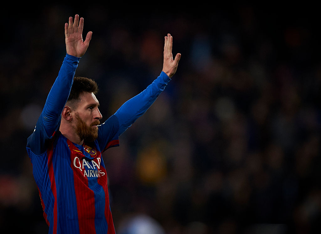 BARCELONA, SPAIN - DECEMBER 18:  Lionel Messi of Barcelona celebrates after scoring the third goal during the La Liga match between FC Barcelona and RCD Espanyol at Camp Nou Stadium on December 18, 2016 in Barcelona, Spain.  (Photo by fotopress/Getty Images)