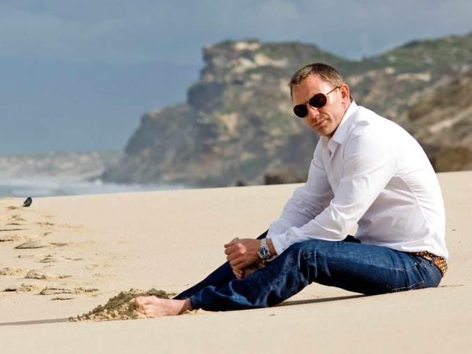 Daniel-Craig-at-Beach