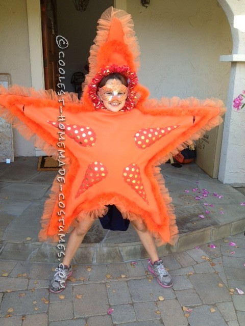 Awesome Diy Costume For Two Girls Two Sea Stars