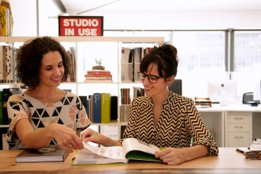 Kassandra Hunt and Claire Bonnor – Founders of Austockphoto