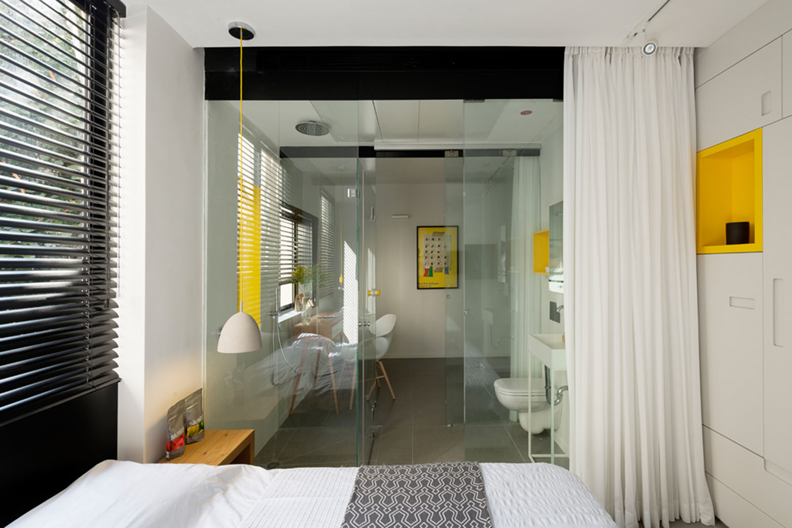 600 Sq Ft Apartment 600 Square Foot Apartment Uses Glass Walls To Create Two