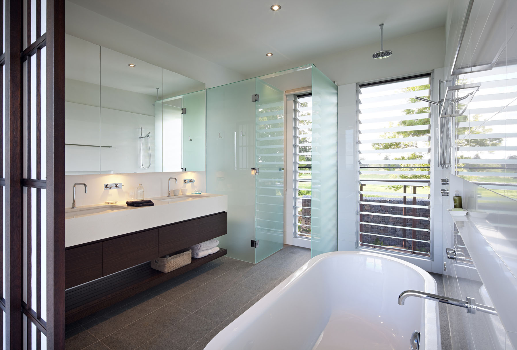 Badezimmer Minimalisti Luxury Modern Residence With Breathtaking Views Of Glass