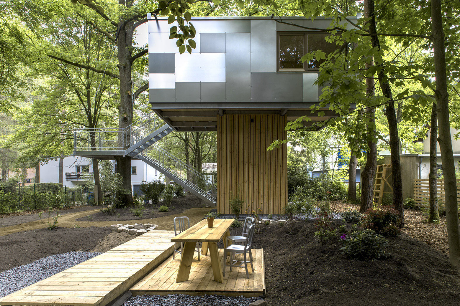 Urban Treehouse Berlin Tiny Treehouse Urban Oasis In Berlin Idesignarch