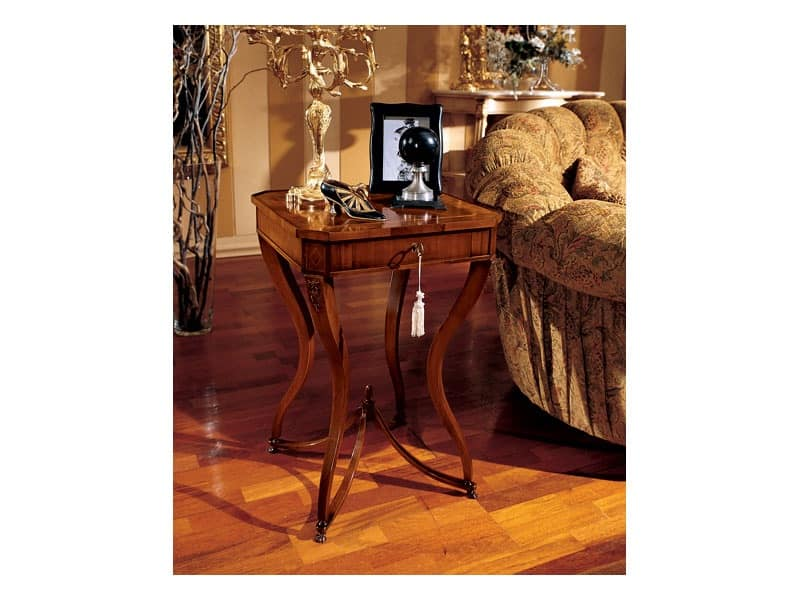 Couchtisch Klassisch Holz Classic Style Square Coffee Table In Wood With Curved Legs