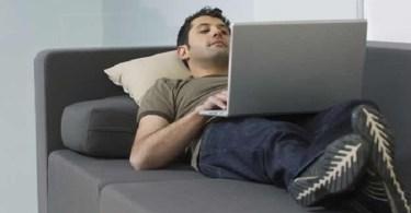 hombre-laptop