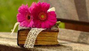 libro con fiore