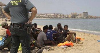 """Мафии в два раза подняли цены для африканских """"туристов"""" за путешествие на баркасах"""