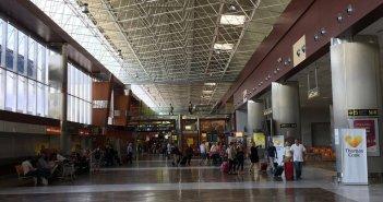 Национальная полиция задержала в южном аэропорту Тенерифе пятерых разыскиваемых правосудием человек
