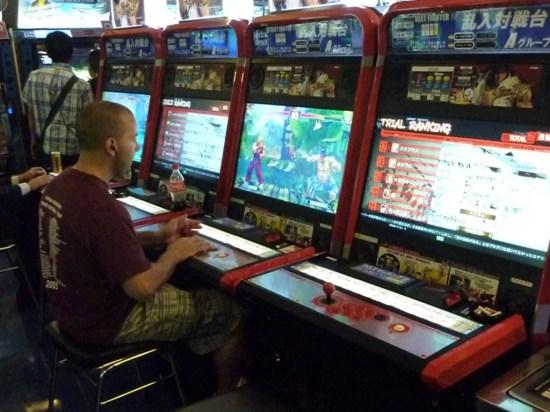 Fachada do Club Sega, uma das maiores redes de fliperama do Japão.