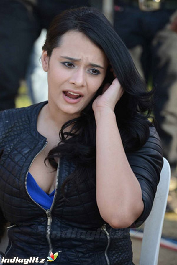 Telugu Quotes Wallpapers Mayanti Langer Bollywood Actress Image Gallery
